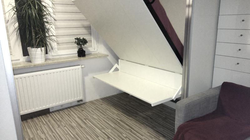 Łóżko w szafie z biurkiem składanym automatycznie