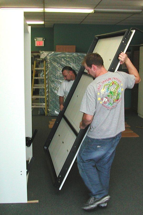 montaż łóżka w szafie