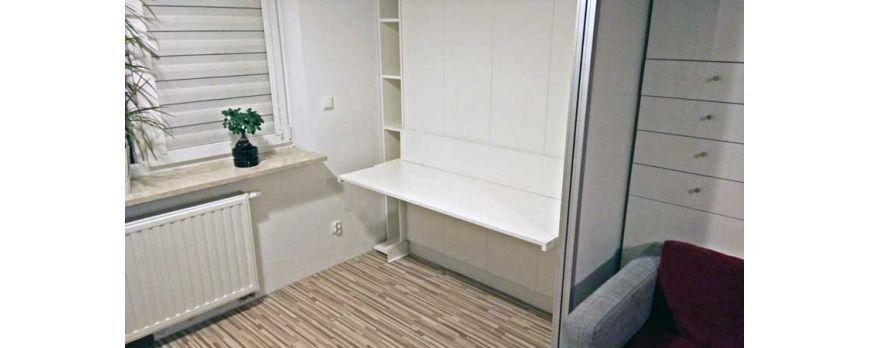 Łóżko chowane w szafie - czy warto je mieć? Jakie są opinie o łóżkach w szafie? Jakie wady i zalety mają łóżka składane do szafy